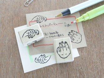 手のはんこ 両手で持つの画像