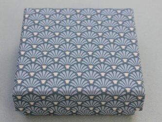 正方形の箱の画像