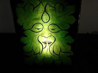 絵付けステンドグラスランプ~Green Manの画像