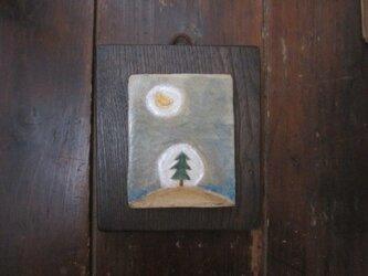 月と木 壁かざりの画像