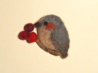 羊毛ブローチ「赤い実と野鳥(ヒヨドリ風)」*再出品*の画像