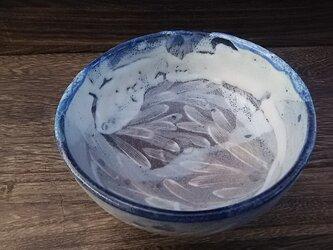 藁灰釉とコバルトの深鉢 (オリーブの葉っぱ柄)の画像