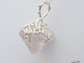 すみれ色八面体ホタル石(フローライト)原石ネックレス P123の画像