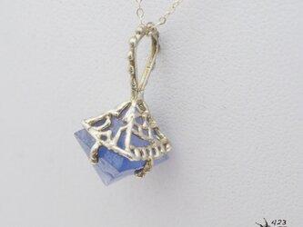 青色八面体カラーチェンジホタル石(フローライト)原石ネックレスの画像