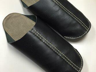 手縫いで仕上げたレザールームシューズ・黒LL(26.0〜27.5cm対応)の画像