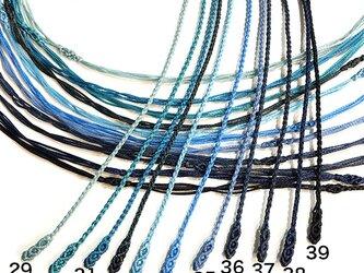 マクラメ編みネックレス紐【つる】ブルー系の画像