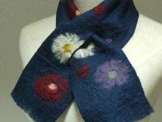 紺色にお花のフェルトミニマフラーの画像
