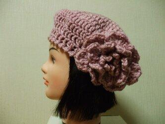 お花モチーフ付きニットベレー帽 成人女性用 ピンクの画像