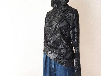 《受注製作》幾何学ジャガードのタートルネックカットソー/ブラックの画像