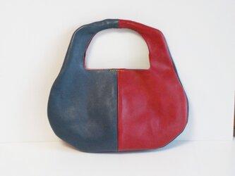 手縫い 赤とナポレオンブルーのワンハンドバッグの画像
