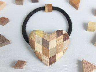 寄木のハートヘアゴムの画像