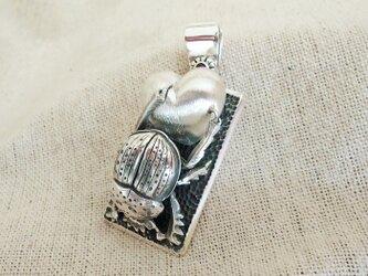 ペンダントトップ・フンコロガシ 銀製(シルバー925)手作り一点物の画像