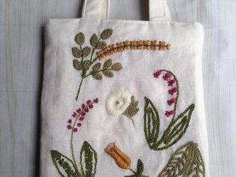 刺繍のミニバッグの画像