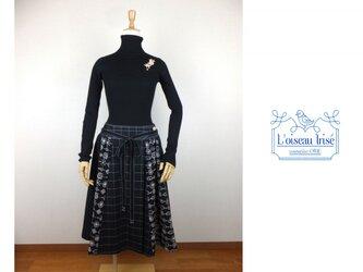 刺繍ウールのラップスカート ブラックの画像