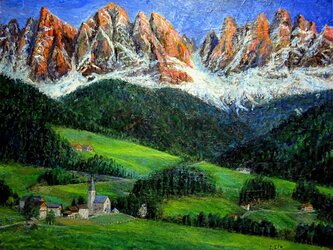 夕陽に染まるガイスラー山群とマッダレーナ村の画像