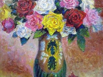 薔薇と花瓶の画像