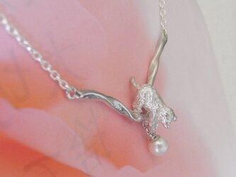 猫のネックレス Catch the pearlの画像