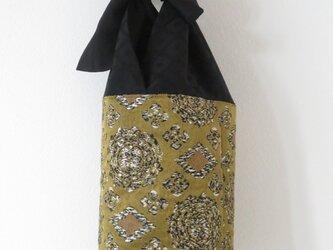 帯と黒着物のバケツ型バッグの画像