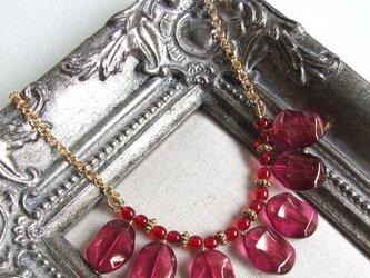 林檎色のネックレス(赤)の画像