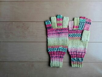 指先ほんのちょっと出の手袋の画像
