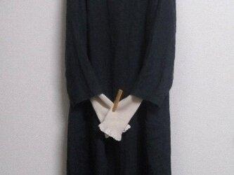 リネンウールの8分袖バルーンワンピース 濃紺の画像