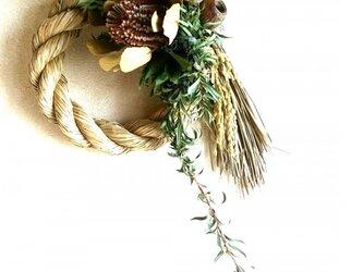 バンクシアとナンキンハゼのしめ縄飾りの画像