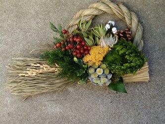 イワヒバとばらの実のしめ縄飾りの画像