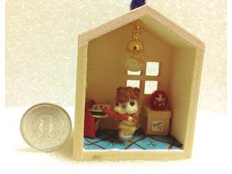 合格祈願!小さなリスの勉強部屋 ミニチュアの画像