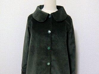 スモーキーなコーデュロイの単コートの画像
