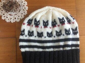 黒猫ちゃんの帽子の画像