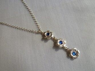 小花のネックレスの画像