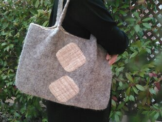 たっぷりバッグ(ポーチ付き) 羊毛フェルトグレーの画像