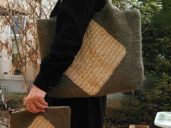 たっぷりバッグ(ポーチ付き) 羊毛フェルトグリーン の画像