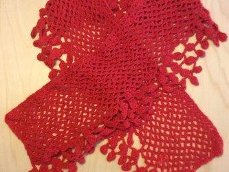 レース編みのようなマフラー(赤)の画像