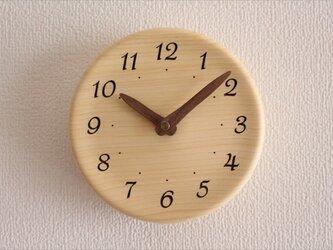 木の香りがする掛け時計 直径15㎝の画像
