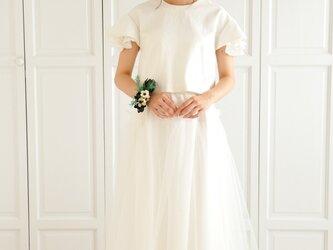 ホワイトデニムとチュールのツーピースウェディングドレスの画像