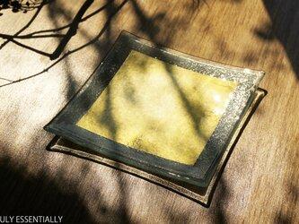 ガラスの角皿 -「 金色のガラス 」● 15.5cm角・金色の画像