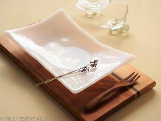 純白ガラスの器 -「 KAZEの肌 」● 25×17cm・光沢の画像