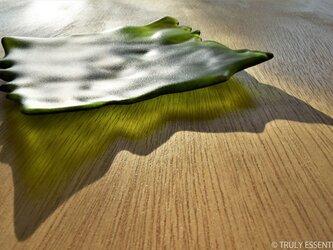 透明ガラスのトレイ -「みどりのガラス」● 18cm・緑・艶消しの画像