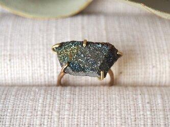 [一点物]原石のレインボーパイライトのリングの画像