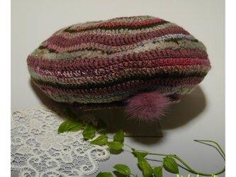ランダムボーダーの、ミンクファー付きニットベレー帽子(赤紫系)の画像