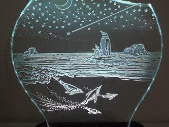 星降る夜・ペンギン ガラスエッチングパネル Mサイズ・LEDスタンドセット(ランプ・ライト・照明)の画像