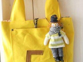 お人形付きBAG黄色の画像