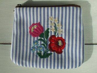 多色花刺繍のミニポーチ 青白ストライプの画像