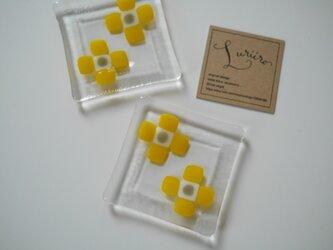 ガラスの豆皿 キイロイハナの画像