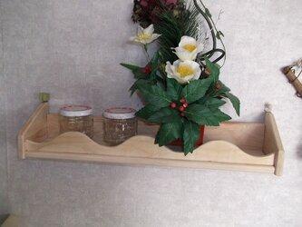 調味料入れや、壁飾り棚などに面白い飾り棚の画像