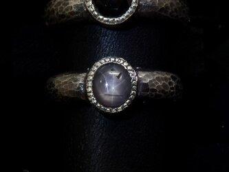 モノクロームのリング(ブラック・スター・サファイア)の画像