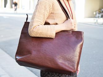 新色! 栃木レザー チョコ トートバッグ すごい丈夫で、ずっと触っていたい革の画像