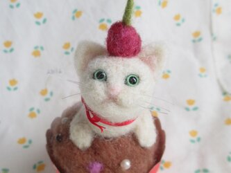 羊毛フェルト カップケーキ DE しろねこちゃんの画像
