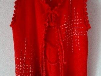 鮮やか赤ウールと手編みニットのコンビ ベストの画像